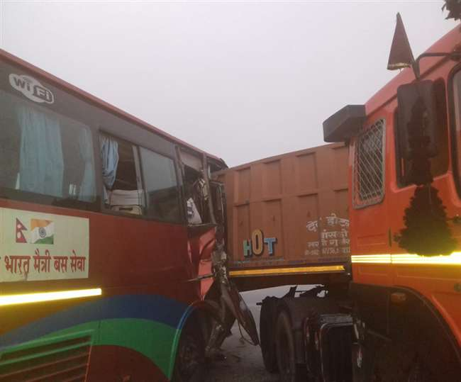 accident-on-yamuna-express-way