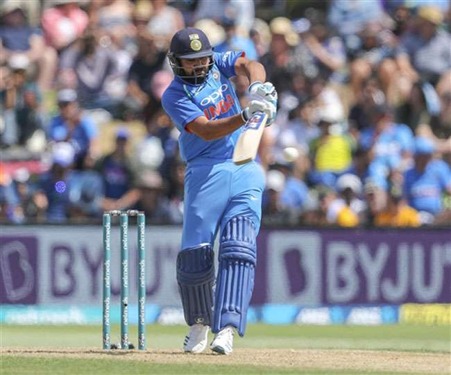 bouncer-rohit-sharma-miss-century-against-new-zeal