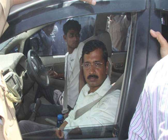 ncr-attack-on-arvind-kejriwal-car