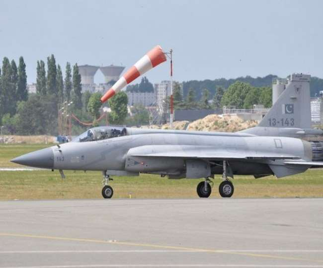 pakistan-all-weather-multi-role-fighter-jf17-turns